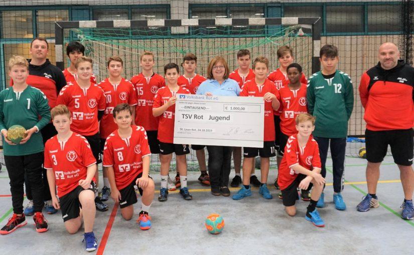 Die Volksbank Rot eG spendet der Jugendabteilung des TSV Rot 1.000 € für neue Trikots!